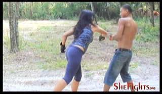 『Shefights』は体格が対等なアスリートの男女を戦わせるので、よくあるM格闘ビデオと違って女性に余裕がなくて、わりと本気で戦います